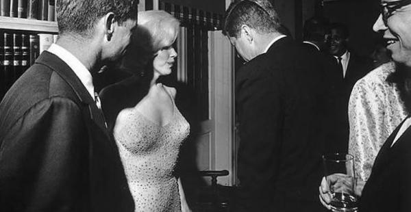 El vestido con el que Marilyn Monroe abrazó coquetamente al presidente de Estados Unidos John F. Kennedy y le cantó en su cumpleaños 45 fue puesto en subasta