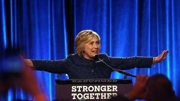 Discurso. La candidata demócrata, Hillary Clinton, este viernes en  un acto en Nueva York. /AFP