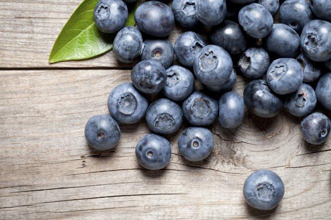Sobre todo arándanos. También las moras, frambuesas y otras frutas del bosque. No son solo un complemento del gin-tonic.