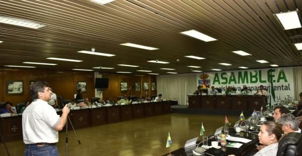 Nino Gandarilla, impulsor de la ley, en la Asamblea Legislativa
