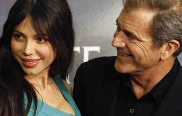 Mel Gibson y su ex Oksana Grigorieva. (REUTERS).