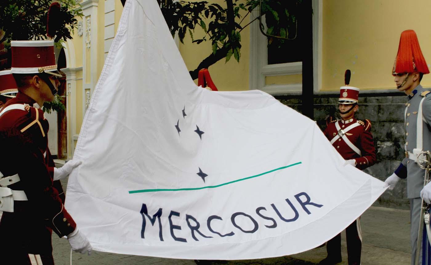 Venezuela izó la bandera de Mercosur en Cancillería aún sin aprobación de los miembros de grupo (Foto AVN)