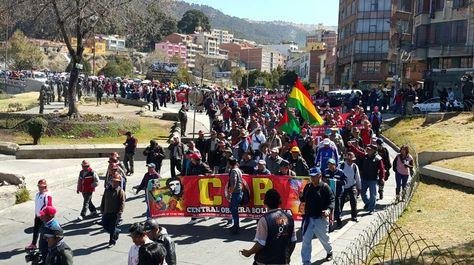 La marcha de la COB en La Paz. Foto: Angel Guarachi