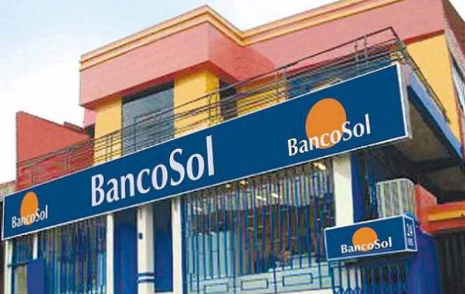 Policía detiene a tres personas tras intento de atraco a una sucursal del Banco Sol