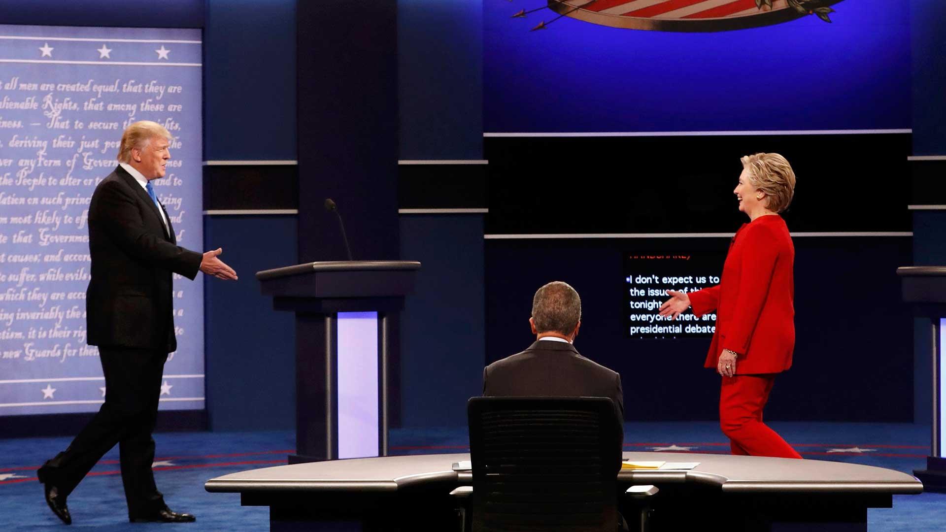 """(Reuters) Hillary Clinton dijo que """"la cuestión central es qué clase de país queremos vivir. Tenemos que crea una economía que funcione para todos"""""""