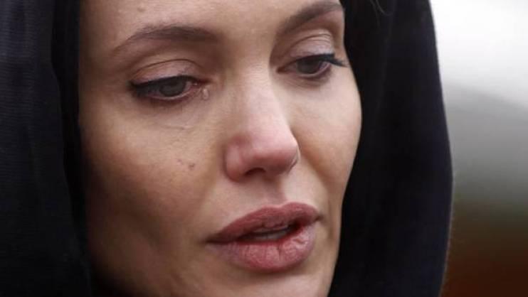 Agotada y enojada. Angelina no habla con la prensa y se ocupa de su mudanza y sus hijos. (Reuter)