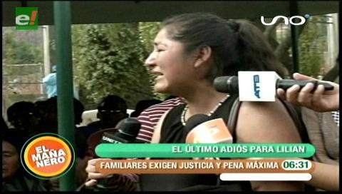 Cochabamba: Familiares dieron el último adiós a joven víctima de feminicidio