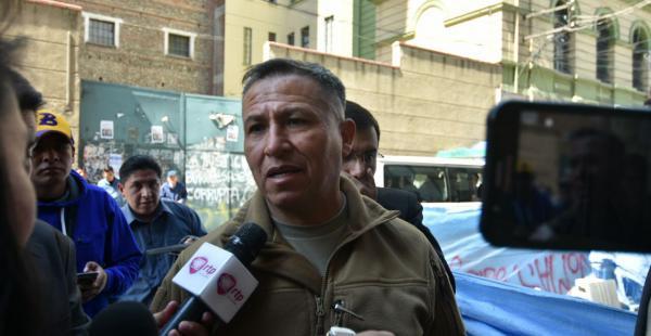 El extitular del verde olivo en La Paz acudió a la Fiscalía para presentar su declaración por el asesinato de Illanes.