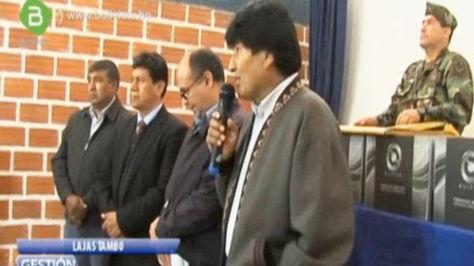 Morales en el acto de entrega de computadoras