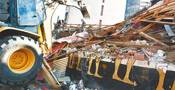 se acabó un símbolo katanas era uno de los bares más reconocidos en la páz El local fue destruido totalmente, pero la cabeza del faraón quedó intacta
