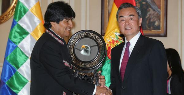 El presidente Evo Morales recibió al canciller de China, Wang Yi, en el Palacio