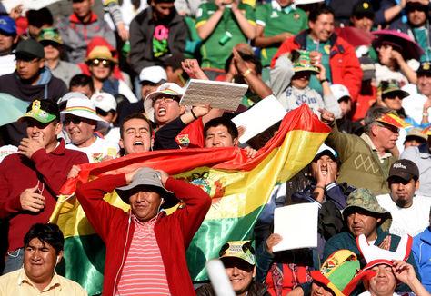 El hincha de la selección nacional espera con optimismo el resultado frente a Brasil. Foto: Archivo La Razón