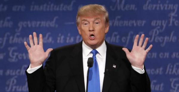 Trump se quejó de los problemas técnicos que presento su micrófono durante el evento