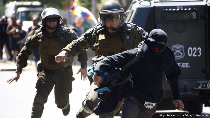 Chile Mapuche Widerstand in Santiago (picture-alliance/dpa/E. Gonzales)