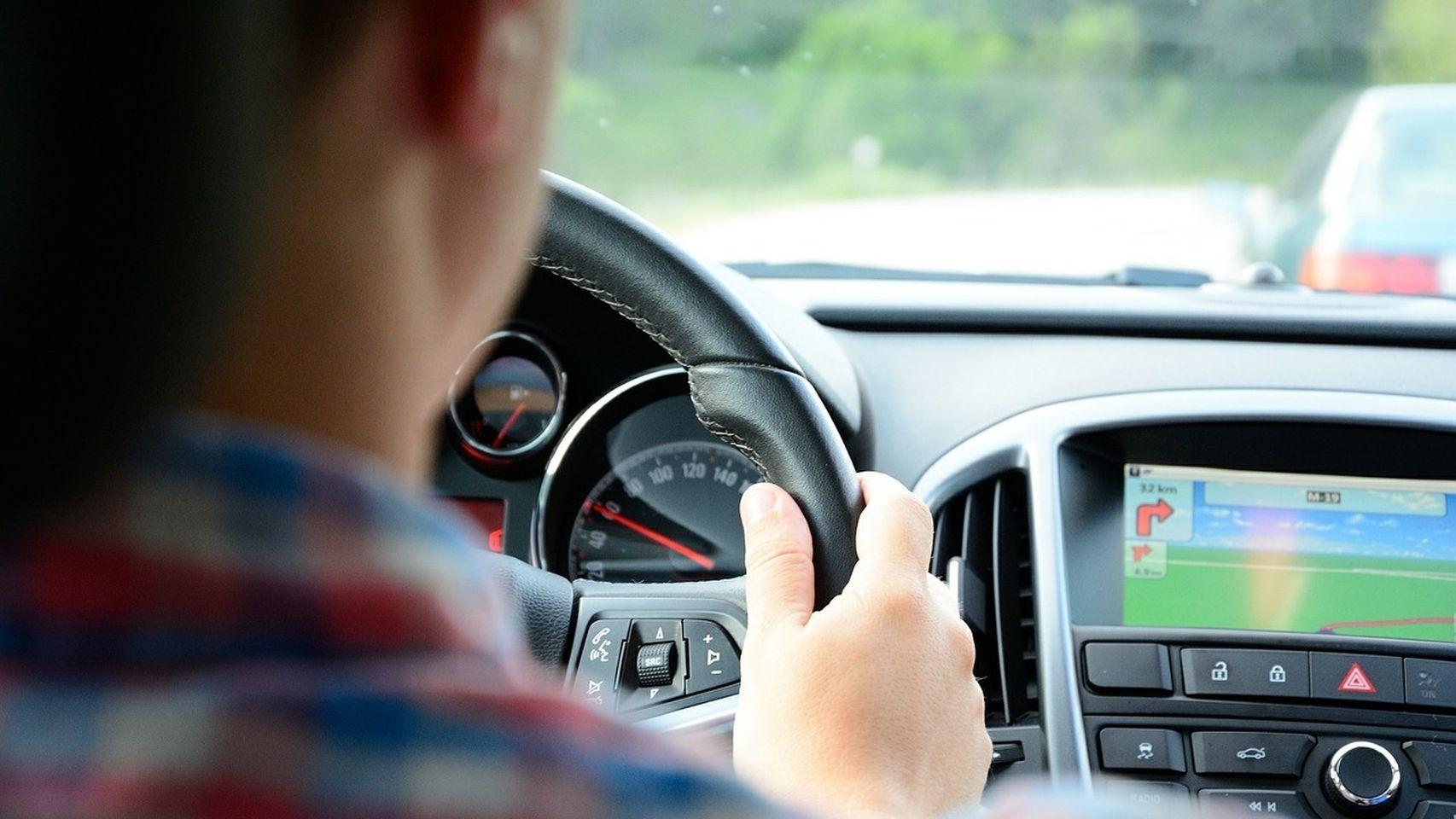 Son muchos los que dejan de lado el sistema de navegación del coche y recurren a Google Maps en su teléfono móvil