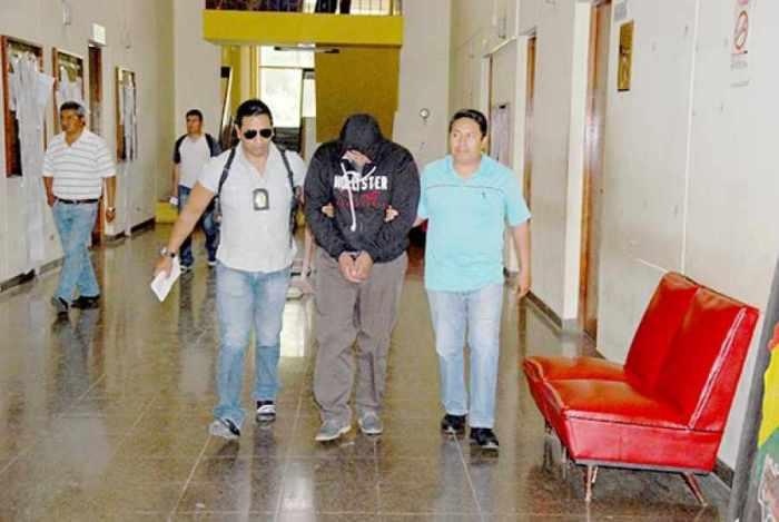 Llevan preso a dueño del Golden por proxenetismo