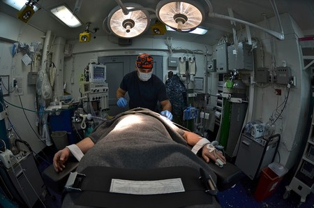 1024px Us Navy 120117 N Mh561 116 Lt Jacob Pletcher Induces General Anesthesia On A Patient About To Undergo Surgery In The Operating Room Of The Nimitz