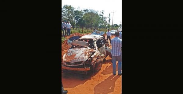Así quedó el auto en el que iban un hombre y una mujer de 21 años