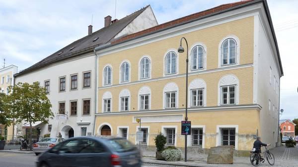 La casa natal de Adolf Hitler en Braunau, Austria, será demolida./ AP