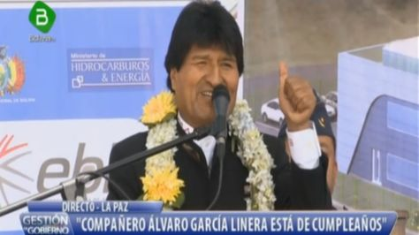 El presidente Evo Morales en el acto de la firma de contrato para construcción de la planta de tuberías para redes de gas en El Alto.