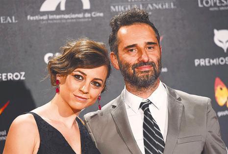 Sus amores cercanos  Está casado  con la actriz y cantante española Leonor Watling. Con ella tiene dos hijos y un tercero de una relación anterior