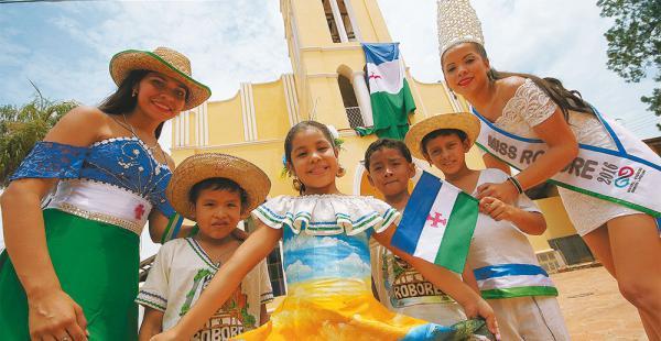 Lo población festejó los 100 años de fundación de su municipio. Anoche fue la serenata