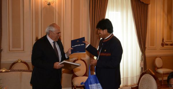 El primer mandatario recibió al emisario regional en Palacio de Gobierno para conversar sobre proyectos.