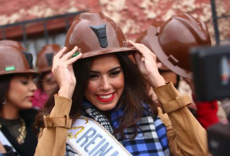 La reina Hispanoamericana saliente también disfruta de las actividades junto a las chicas
