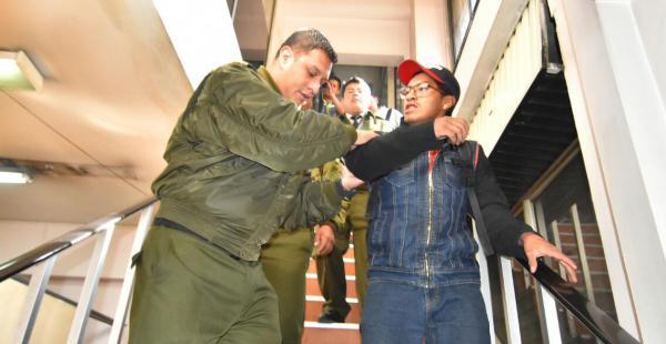 Los uniformados del orden enmanillaron a ambos profesionales y los trasladaron a una dependencia policial.