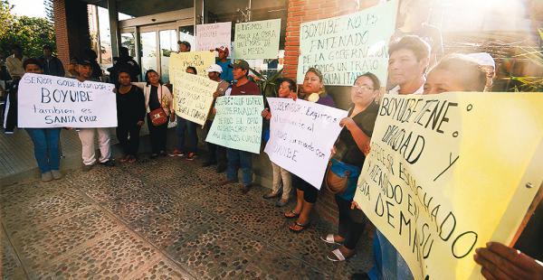 Los representantes de Boyuibe protestaron en la Gobernación