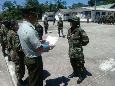 Entrega de distinciones a los agentes en el Centro de Entrenamiento Garras del Valor. Foto: Luis Flores