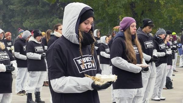 Unas 650 personas protestaron hoy en Viena contra la explotación y el maltrato a los animales. EFE/Esther Martín