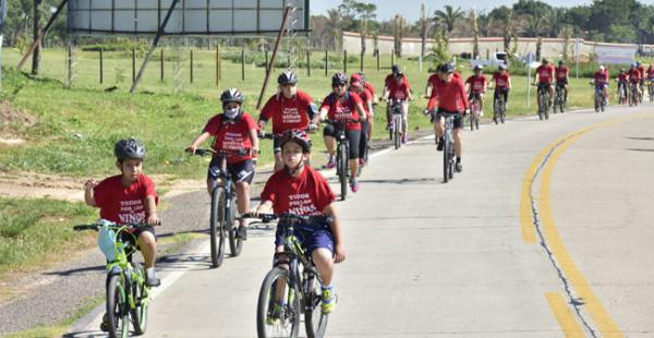 Los ciclistas participaron de la caravana por la alegría de los niños de Porongo