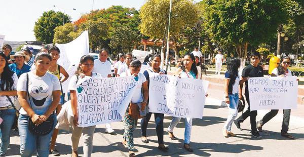 muy cerca de haití bolivia es el país con mayor índice de violencia hacia la mujer Las compañeras de Hilda marcharon en Camiri para pedir 30 años para su asesino