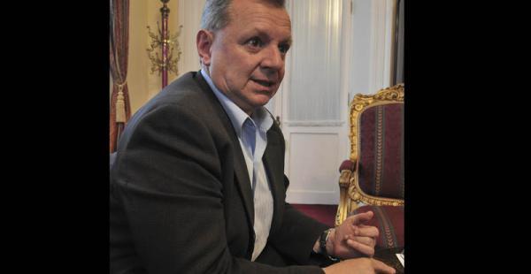 Gonzales no cree que la restitución de embajadores mejore las relaciones entre ambos países