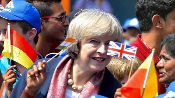 Gira. La premier británica, Theresa May, durante una visita oficial a Bangalore, en India (EFE).