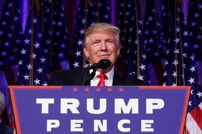 Donald Trump habla ante sus seguidores en el bunker de Nueva York. (AFP)