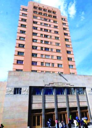79 mil docentes y estudiantes eligen al rector de la UMSA