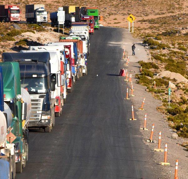 CAMIONES BOLIVIANOS SON LOS PRINCIPALES PERJUDICADOS CON EL PARO EN CHILE.