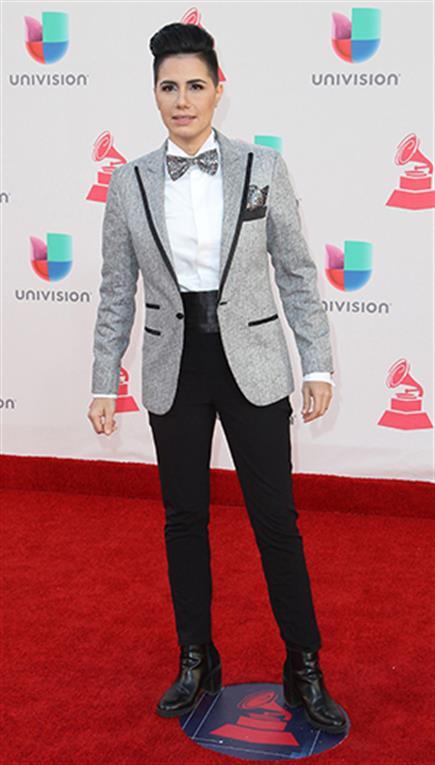 La cantante Karen Martello jugó con la androginia. Foto: Agencias
