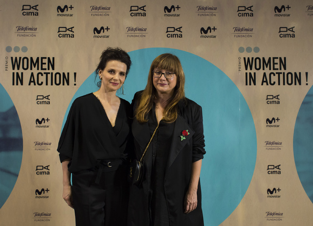 Isabel Coixet y Juliette Binoche en el photocall de entrada a la gala Women in action.