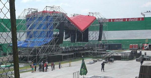 Un temporal destruyó el techo del escenario donde iba a presentarse Aerosmith