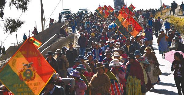 La Fejuve aliada a Soledad Chapetón organizó una marcha pidiendo agua