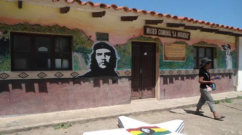 En La Higuera la escuelita donde el Che, herido, permaneció unas horas antes de ser abatido; ahora convertido en museo