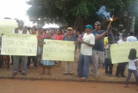 Un grupo de vecinos se movilizó en Concepción para expresar su apoyo a David Mollinedo
