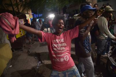 Seguidores de Jovenel Moise celebran la victoria del candidato en las presidenciales haitianas. AFP