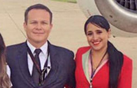 Ximena Suárez junto al piloto del avión de Lamia poco antes de partir en el vuelo rumbo a Colombia