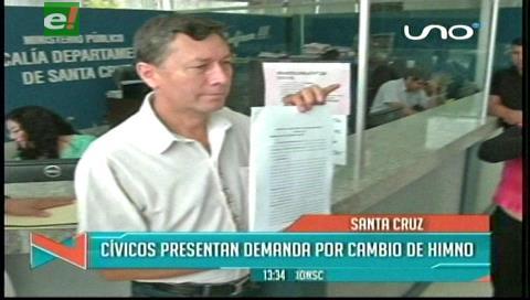 Cívicos demandan a director por cambiar el himno cruceño