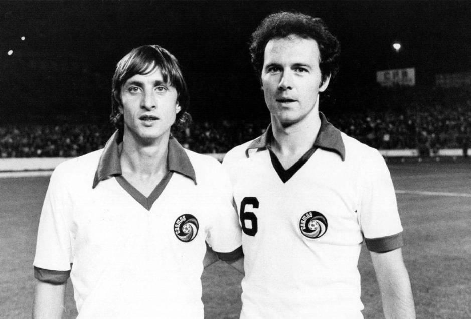 Cruyff y Beckenbauer posan con la camiseta del Cosmos (NY Cosmos)