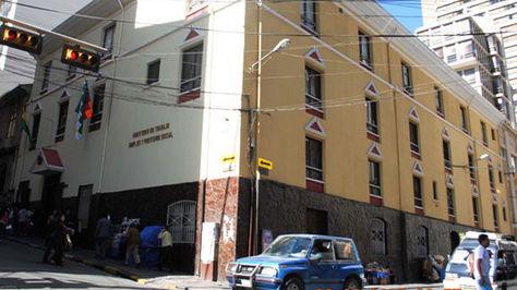 Facha principal del Ministerio de Trabajo en La Paz